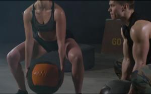 Sentadilla Sumo con Balón Medicinal
